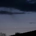 Zwei Abendsterne -- Merkur (re. oben) und Venus in einer Wolkenlücke am Dämmerungshimmel. Aufgenommen am 5.3.2018, Nordeifel. Merkur war auch leicht mit bloßem Auge zu erkennen.