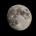Mond 2018-06-25-3 -- Sony a77II am Borg 90 FL 90/500 mm nicht nachgeführt  eines aus einer Serie von 30 Bildern  Nachbearbeitung des RAW-Bildes mit Lightroom