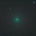 Komet 46P/Wirtanen im Sternbild Stier -- Komet 46P/Wirtanen im Perihel, Sonnenabstand 1.055 Astronomische Einheiten.  Aufnahme mit Refraktor 65mm/420mm und Canon DSLR 70D. IDAS Filter IDAS LPS P2. Belichtung 5 Minuten bei Iso 1600. Nachführung auf Kometen. Ort: Neu-Moresnet (Sternwarte K85)
