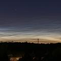 Leuchtende Nachtwolken am 12.6.2019 -- Ein für die Jahreszeit ungewöhnlich frühes und noch dazu beeindruckendes NLC-Display war am späten Abend des 12.6.2019 über der Nordeifel zu sehen.