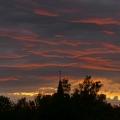 Abendlicht über der Nordeifel -- Nach dem Regen vom 9.8.2019 taucht das Licht der untergehen Sonne den westlichen Himmel flammend rot.